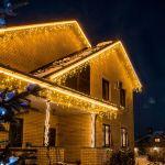 Оформление крыши дома гирляндой Бахрома